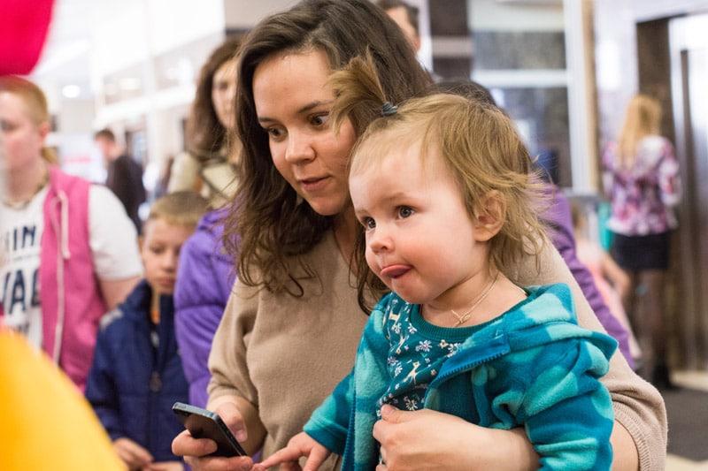 В марте и апреле 2014 года жители обеих столицы, а также гости из других городов России посетили весенние выставки ЗооПалитра и Зоошоу Зверек на ладошке в Москве и Санкт-Петербурге.